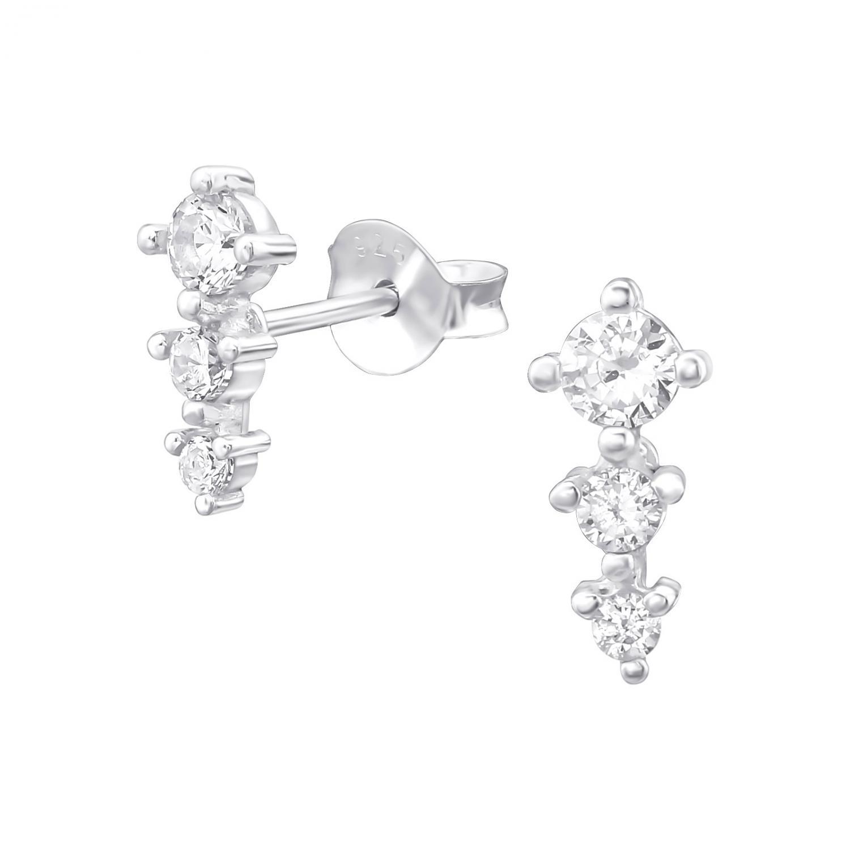 Studsörhängen med tre kristaller i en rad. Örhängena är gjorda av snickelfritt silver.