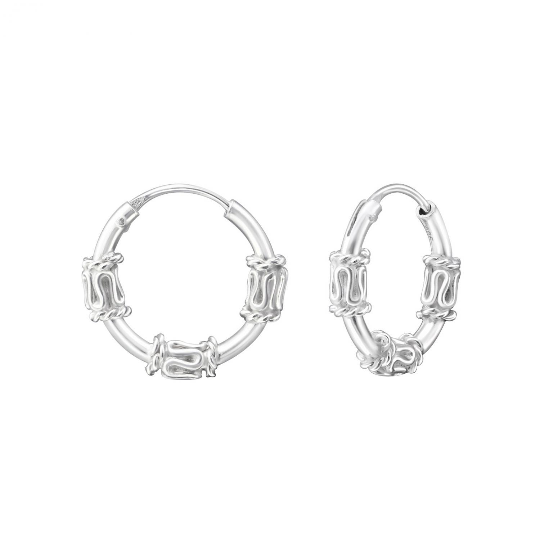 Bali ringar i äkta silver. Hoops örhängena har tvinnade detaljer på tre ställen.