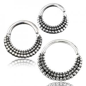 Stilren silverring till näspiercing. Smycket är nickelfritt och kan användas i flera olika piercingar.