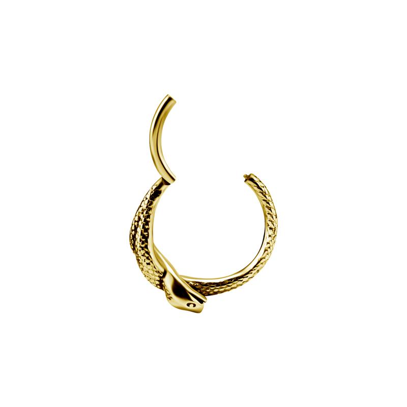 Guldring med orm till piercing. Ringen är öppen.