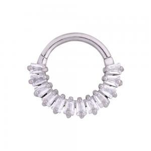 Silvrig clicker ring  - Piercingsmycke i kirurgiskt stål - Vita avlånga kristaller