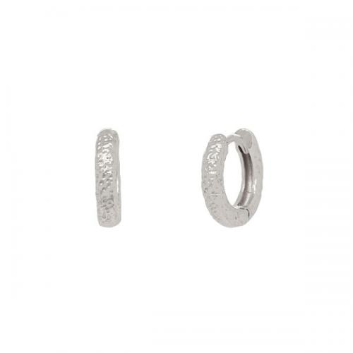 Huggie örhängen - Ringar i äkta silver med hamrad yta