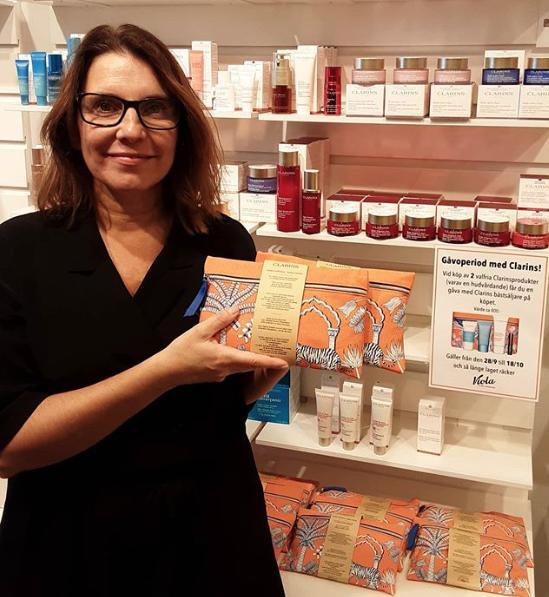 På Fredag 9/10 har Catherine Clarins Quick-fix hudvård i butiken.