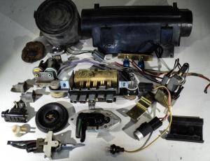 1968 Chrysler 300  diverse AC delar, ej testade, slanganslutning påreglageenheten avbrutna se bild