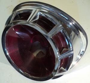 1963  Chrysler     baklampa  (fint krom, trasigt gls)      höger