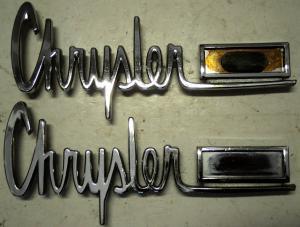 1963  Chrysler Newport     emblem        höger och vänster