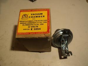 1956 Plynoth, Dodge Coronet, Desoto 8 cyl. 12 volts  vacuum klocka fördelare E 1054