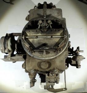 1961 Thunderbird   Autolite   förgasare    4 port sitter fast i spjällaxel
