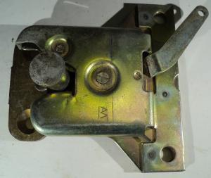 1964 Ford Galaxie      koffert låsmekanism    (två delar)