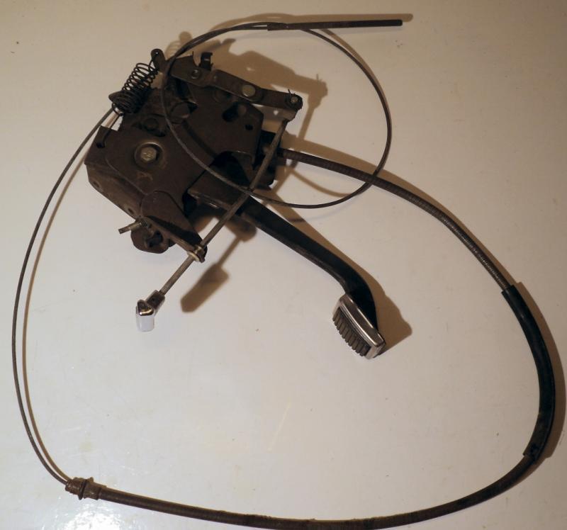 1970  Chrysler     handbroms mekanism  med främre handbromswire