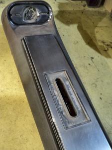 1963   Oldsmobile Starfire     konsoll (utan nyckel) (varvräknare skadad, kromade luckan porig, lampglas framtill saknas)