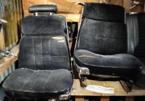 1966 Chrysler 300 2dr ht fram stolar,  behöver ny klädsel      höger och vänster. Obs  Endast hämtning!