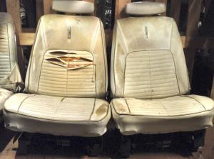 1968 Chrysler 300 2dr ht fram stolar, båda stolarna har elunderede,  behöver ny klädsel,  par.