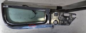 1960 Buick 2dr ht      ventilationsruta enhet  höger (skenan för U-kanalen böjd)