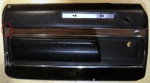 1967   Buick Electra  2dr ht dörrsida (en list avbruten se bild)      (par)