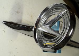 1958   Buick Electra    emblem       vänster fram