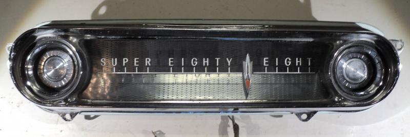 1960   Oldsmobile Super 88      krom på instrumenbrädan (fin plast, lite prickar I kromet)