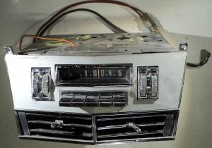1967  Chrysler Newport  radio (ej testad) med sarg