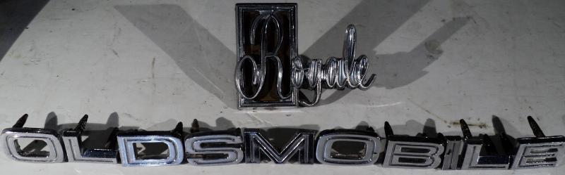1969      Oldsmobile Delta 88 emblem på kofortluckan