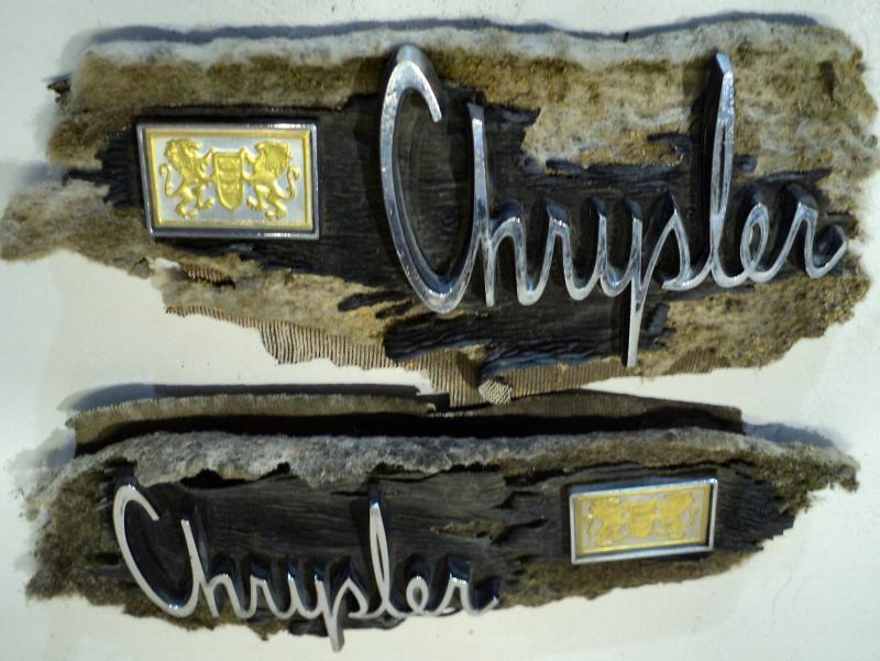 1965 Chrysler NewYorker  Text + emblem på vinyltak       (par)