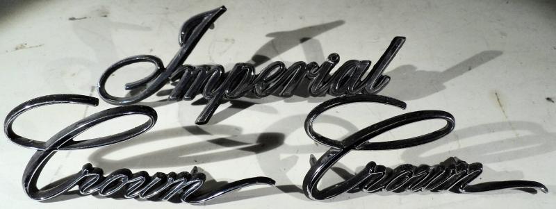 1967 Chrysler Imperial   emblem1 st. Imperial, 2 st. Crown (ett pigg fattas på ett av Crown emblemen)