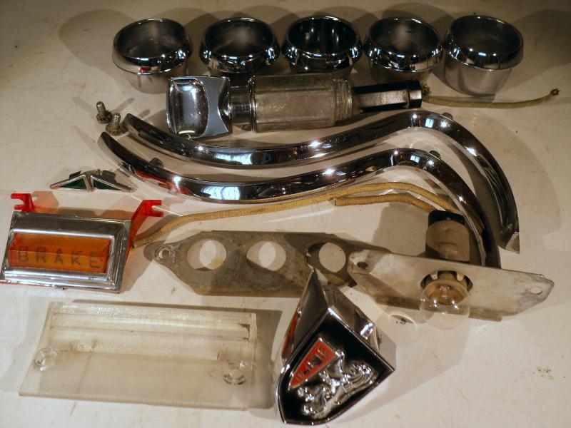 1956 Chrysler NewYorker   och diverse delar till instrmentbrädan