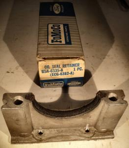 1956 Ford  292 ramlager tätning aluminium hållare B5A-6335-A (EGG-6352-A)       N.O.S.
