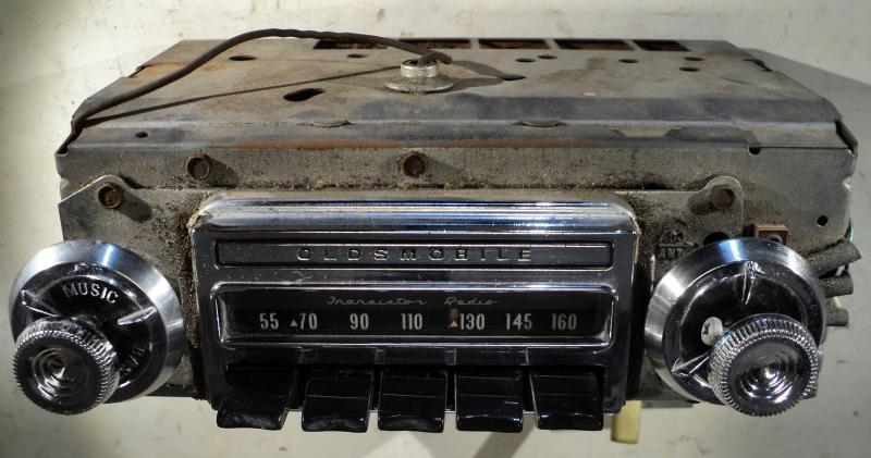 1964 Oldsmobile 88       radio (ej testad, finns några små porrer I kromet)