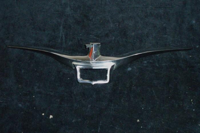 1955 - 1958 Imperial huvemblem