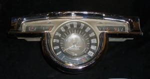 1955 Oldsmobile 98 instrumenthus (prickigt krom)