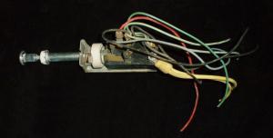 1957 Mercury ljuskontakt plastknopp skadad