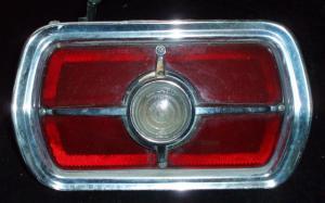 1965 Ford Fairlane 500 baklampa vänster (spricka i glas)