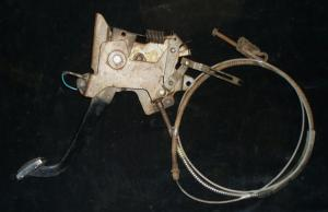 1966 Chrysler 300 handbroms mekanism med wire