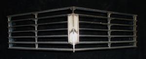 1967 Oldsmobile 98 grilldel mitten