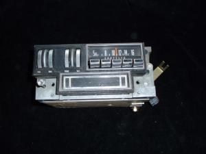 1970 Chrysler New Yorker radio
