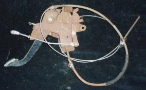 1971 Chrysler handbroms mekanism med wire