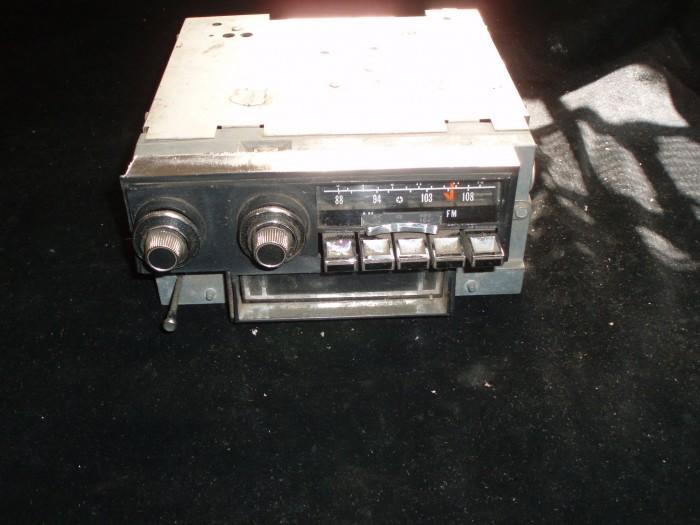 1972 Chrysler New Yorker radio