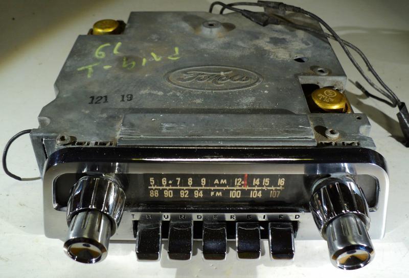 1961 Thunderbird  radio (ej testad)    vänster