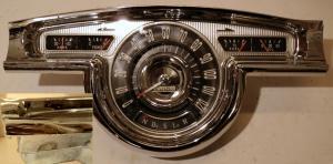1955 Oldsmobile instrumenthus med renoverad hastighetsmätare
