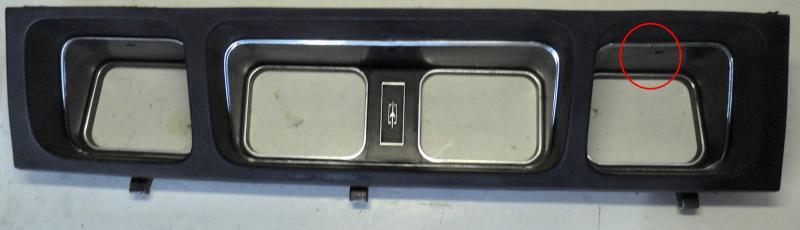 1970 Oldsmobile 98  stoppning runt mätare, spricka I plast inramningen se bild