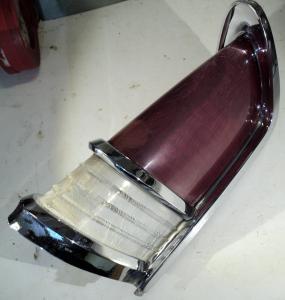 1956  Chrysler NewYorker     baklampa   (dåligt glas)  höger