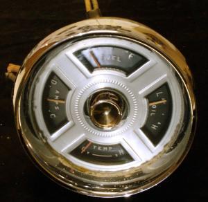 1955 Chrysler Newyorker instrumenthus  (porer i krom)