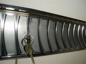 1964 Oldsmobile 98 kromlist under bagage luckan
