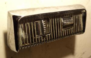 1956  Desoto    elsätesknapp 4 vägs    (porer i krom)