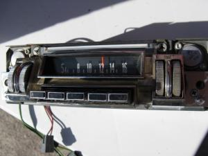 1968 Chrysler New Yorker Radio