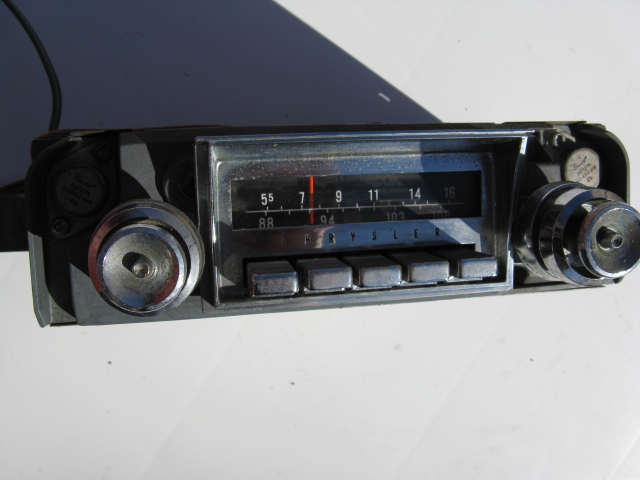 1966 Chrysler New Yorker Radio