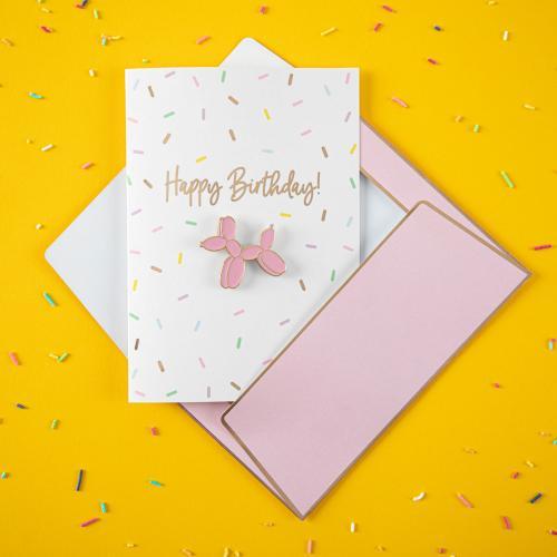 """Kort med pin """"Happy Birthday"""""""