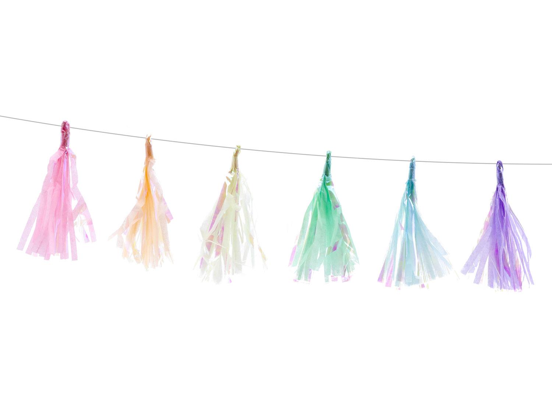 Girlang med pastellfärgade minitofsar
