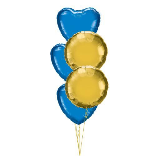 Ballongbukett med tre blå foliehjärtan och två runda, guldfärgade folieballonger