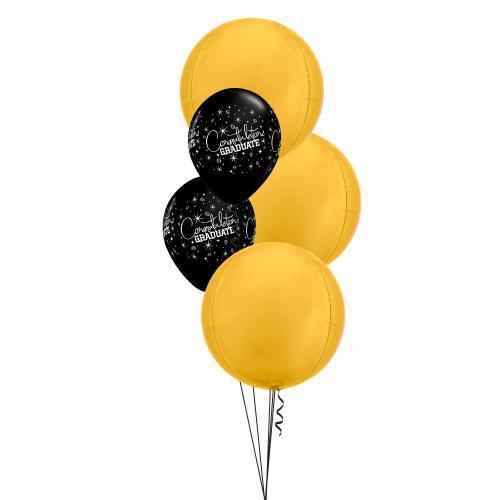 ballongbukett med tre stora guldfärgde klotrunda balloger och två mindre svarta latexballonger med texten congratualtions